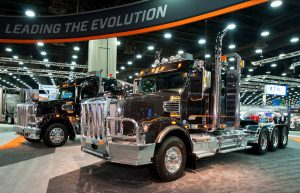 preview-lightbox-pacific-truck-colors-custom-paint-graphics-fleet-freightliner-show-semi.jpg